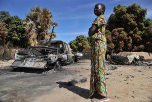 フランス、西アフリカ連合軍の攻撃によりね完全に破壊されたイスラム勢力の軍事車両。1月22日。