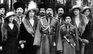 ロシア帝国最後のツァーリ、ニコライ2世とその家族。