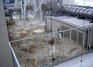 発電所を襲う津波