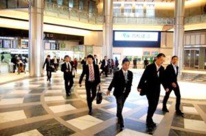 日本の職場は相変わらず男性中心の社会